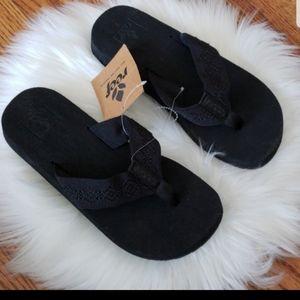 @vicks1001 2 pairs size 6